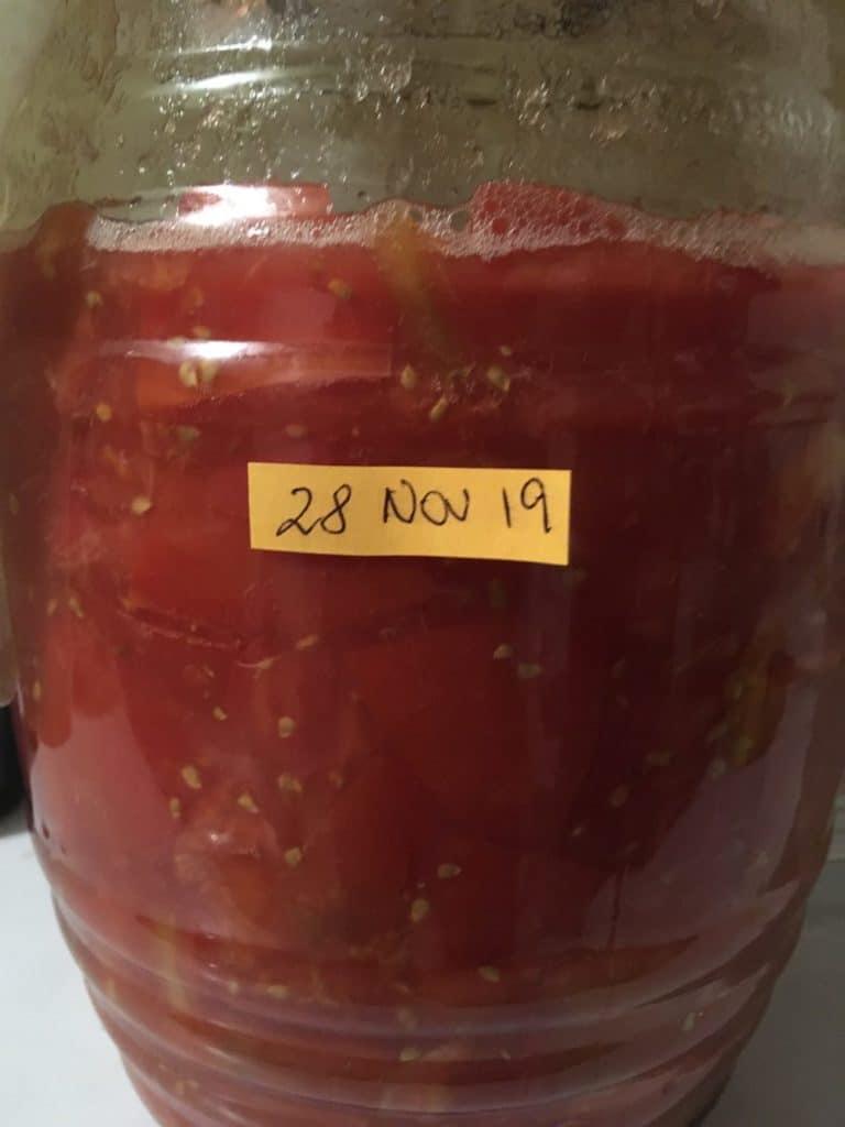 Tarro con Tomates Crudos